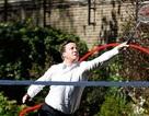 Thủ tướng Anh đấu cầu lông hết mình