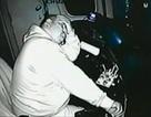Sốc cảnh tài xế ngủ gật, đọc sách khi đang lái tàu