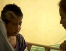 Bé gái mắc kẹt 6 ngày cùng thi thể những người thân sau bão Haiyan