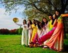 Sinh viên Việt tại Canberra hào hứng đón… mùa Thu tuyệt đẹp