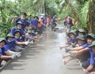 Hậu Giang: Cùng thanh niên tình nguyện làm đường giúp dân nghèo