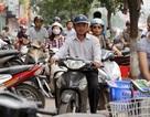 Xe cộ rầm rập đi ngược chiều, leo vỉa hè trên nhiều tuyến phố ở Thủ đô