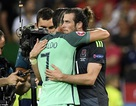 Hành động thân thiện của Bale và C.Ronaldo sau trận đại chiến
