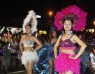 Du khách hào hứng với vũ hội đường phố Đà Nẵng