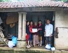 Quỹ Nhân ái hỗ trợ nóng 10 triệu đồng đến bà lão co ro trong nửa căn nhà sau lũ