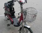 Sao đi xe đạp điện phải đội mũ bảo hiểm?