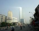 Sương mù tạo hiệu ứng ánh sáng lạ mắt trên bầu trời Hà Nội