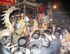 Kinh hoàng giẫm đạp, cướp lộc sau giờ Khai ấn đền Trần