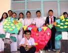 Học sinh làm thiệp, triển lãm thư pháp để tri ân thầy cô