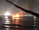 Tàu 7 tỷ cháy rụi trên biển, 11 người được cứu kịp thời
