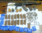 Bắt đối tượng buôn bán ma tuý tàng trữ súng AK cùng hơn 150 viên đạn