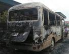 Xe khách cháy rụi trong đêm, cả làng gọi nhau dậy cứu hoả