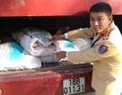 Kiểm tra xe khách phát hiện gần 1 tấn nội tạng động vật đã bốc mùi