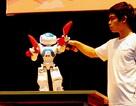 Sinh viên công nghệ thông tin lập trình robot biết múa và ...tỏ tình