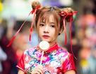 """Thiếu nữ """"Na Tra"""" nổi bật trên phố Trung thu Sài Gòn"""