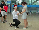 Clip màn cầu hôn lãng mạn ở sân bay Đà Nẵng