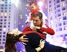 Cặp vũ công đình đám Hà thành khoe vũ đạo ngẫu hứng đón Noel