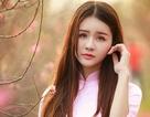 Thiếu nữ mộng mơ giữa vườn đào Nhật Tân