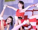 Nữ sinh trường Tự nhiên mạo hiểm tung hứng trong vũ điệu cổ động