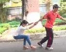 Nữ sinh cần làm gì khi kẻ xấu túm tay lôi kéo trên đường?