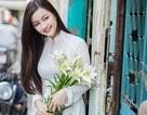Thiếu nữ xứ Thanh duyên dáng áo dài trên phố Sài Gòn
