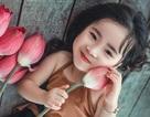 Bé gái 4 tuổi Hà Nội diễn cực đáng yêu bên hoa sen