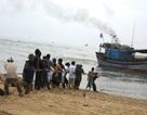 Cứu 7 ngư dân gặp nạn trên vùng biển động