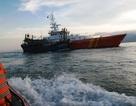 """13 giờ """"vật lộn"""" trên biển, cứu được 7 ngư dân bị nạn"""