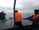Cứu 2 ngư dân gặp nạn trên biển