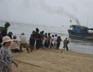 Nhiều tàu cá mắc cạn do cửa biển bị bồi lấp