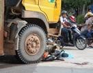 Trên đường đi khám bệnh, 2 phụ nữ bị xe cẩu cán trọng thương