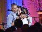 Tổng thống Obama hát mừng sinh nhật con gái lớn đúng dịp Quốc khánh