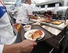 Đầu bếp Olympic tận dụng thức ăn thừa để nấu cho dân nghèo Brazil