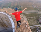 Nín thở xem biểu diễn đạp xe trên đỉnh tháp cao 250m ở Romania
