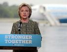 """Bà Clinton """"tố"""" Donald Trump kích động khủng bố"""