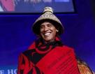 Tổng thống Obama choàng chăn len, đội mũ đan ở Nhà Trắng