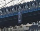 Chân dung Tổng thống Putin bất ngờ được treo trên cầu ở Mỹ