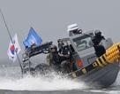 Hàn Quốc lần đầu tiên dùng súng máy trấn áp tàu cá Trung Quốc