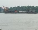 Xà lan chở cả ngàn tấn hàng bị tàu dầu đâm chìm trên sông