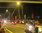 Nửa đêm, hàng trăm người háo hức chờ thông xe cầu Niệm