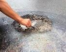 """Quảng Bình: Tiếp tục xuất hiện hóa chất """"lạ"""" phá hủy mặt đường"""