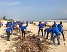 Quảng Bình: Đoàn thanh niên ra quân cứu bãi biển thoát cảnh ngập rác