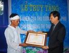 Rơi nước mắt trong lễ truy tặng bằng khen của Thủ tướng cho nữ tình nguyện viên