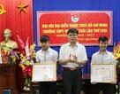 Khen thưởng 2 học sinh dũng cảm cứu người trong lũ