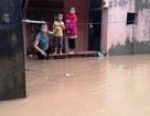 Hàng nghìn ngôi nhà ngập sâu, giao thông nhiều nơi bị chia cắt