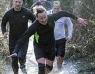 Thủ tướng Anh băng suối giá lạnh thi chạy gây quỹ từ thiện