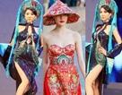 """Người đẹp Việt xin """"đừng đùa"""" với tà áo dài truyền thống!"""