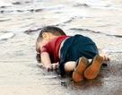 """""""Em bé napalm"""" nói gì về """"em bé Syria""""?"""