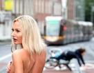 Gặp tai nạn vì… Hoa hậu Bikini sải bước trên phố