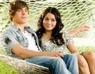 """Nữ diễn viên """"High School Musical"""" bị điều tra vì khắc tên lên núi đá"""